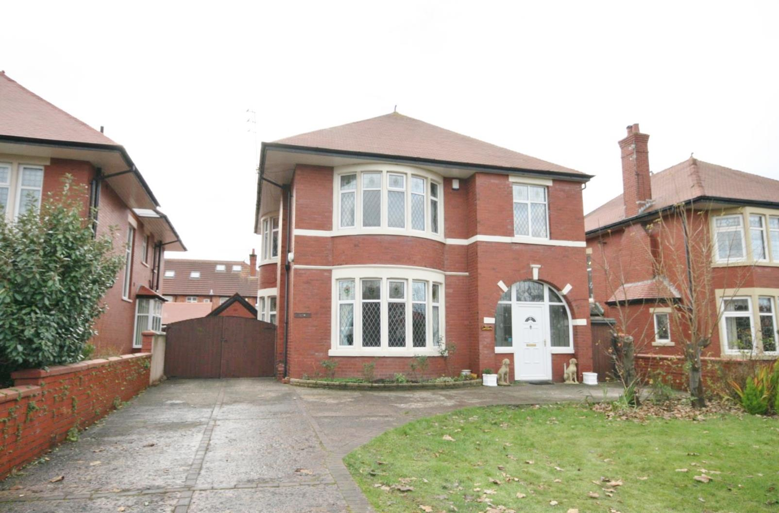 5 Bedrooms Detached House for sale in Clifton Drive South, Lytham St. Annes